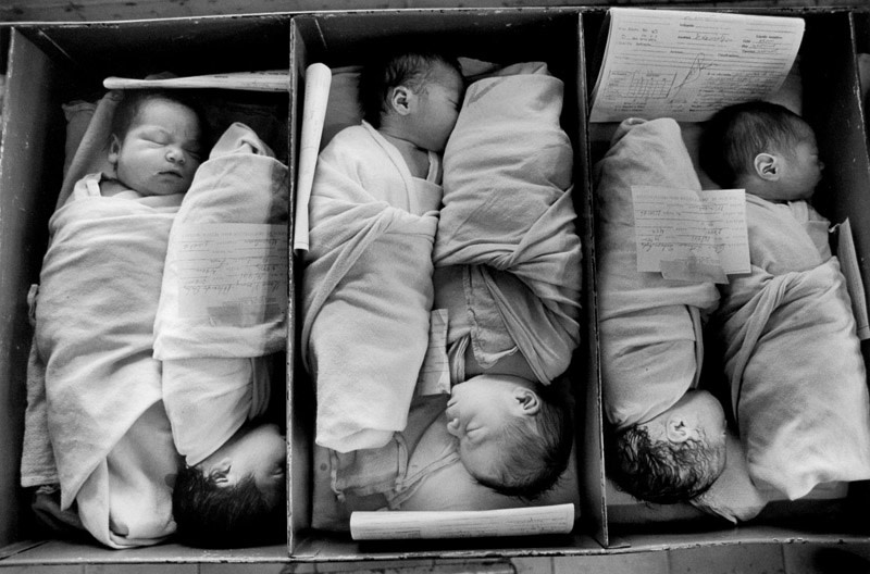 "<span class=""link fancybox-details-link""><a href=""/artists/110/series/el-salvador/20812-larry-towell-maternity-ward-san-salvador-1986/"">View Detail Page</a></span><div class=""artist""><strong>Larry Towell</strong></div> b. 1953 <div class=""title""><em>Maternity Ward, San Salvador</em>, 1986</div> <div class=""signed_and_dated"">Signed, titled, and dated, in pencil, au verso<br /> Printed in 2015</div> <div class=""medium"">Gelatin silver print</div> <div class=""dimensions"">12 x 18 ¾ inch (30.48 x 47.63 cm) image<br /> 16 x 20 inch (40.64 x 50.80 cm) paper</div> <div class=""edition_details""></div><div class=""copyright_line"">© Larry Towell / Magnum Photos</div>"
