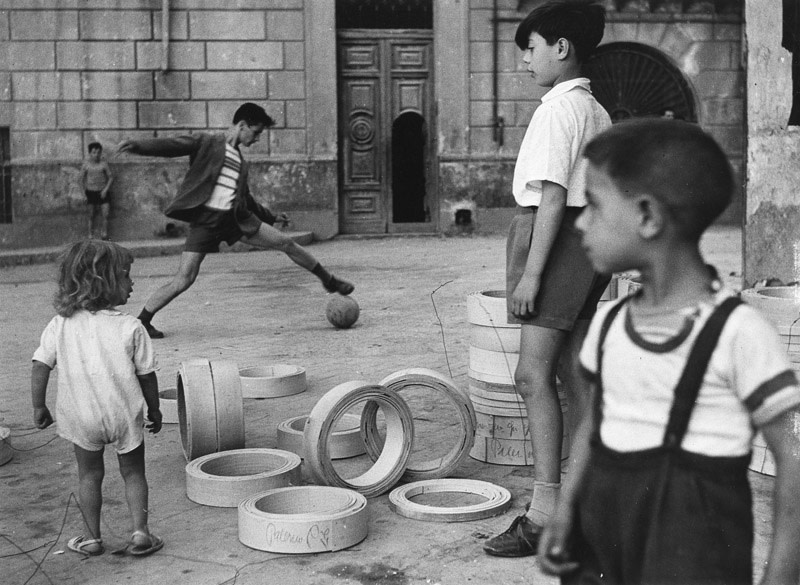 "<span class=""link fancybox-details-link""><a href=""/artists/52-herbert-list/works/20665-herbert-list-boys-playing-soccer-palermo-italy-1950/"">View Detail Page</a></span><div class=""artist""><strong>Herbert List</strong></div> 1903-1975 <div class=""title""><em>Boys Playing Soccer, Palermo, Italy</em>, 1950</div> <div class=""signed_and_dated"">Location, in pencil, artist stamp, in ink, au verso<br /> Ref # M-IT-NAP-022E<br /> Printed circa 1950</div> <div class=""medium"">Gelatin silver print</div> <div class=""dimensions"">8 ½ x 11 ½ inch (21.59 x 29.21 cm)</div> <div class=""edition_details""></div><div class=""copyright_line"">© The Estate of Herbert List</div>"