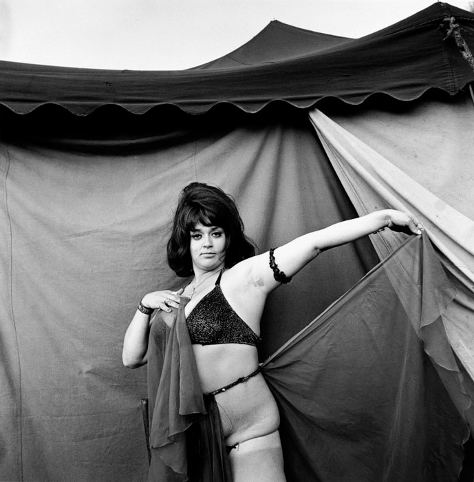 "<span class=""link fancybox-details-link""><a href=""/artists/48/series/carnival-strippers/11544-susan-meiselas-the-star-tunbridge-vt-1975/"">View Detail Page</a></span><div class=""artist""><strong>Susan Meiselas</strong></div> b. 1948 <div class=""title""><em>The Star, Tunbridge, VT</em>, 1975</div> <div class=""signed_and_dated"">Signed, titled, and dated, in pencil, au verso<br /> Artist's Ref NYC15718<br /> Printed in 2008</div> <div class=""medium"">Gelatin silver print</div> <div class=""dimensions"">18 ¼ x 18 ¼ inch (46.36 x 46.36 cm) image<br /> 20 x 20 inch (50.80 x 50.80 cm) paper</div> <div class=""edition_details""></div><div class=""copyright_line"">© Susan Meiselas / Magnum Photos</div>"