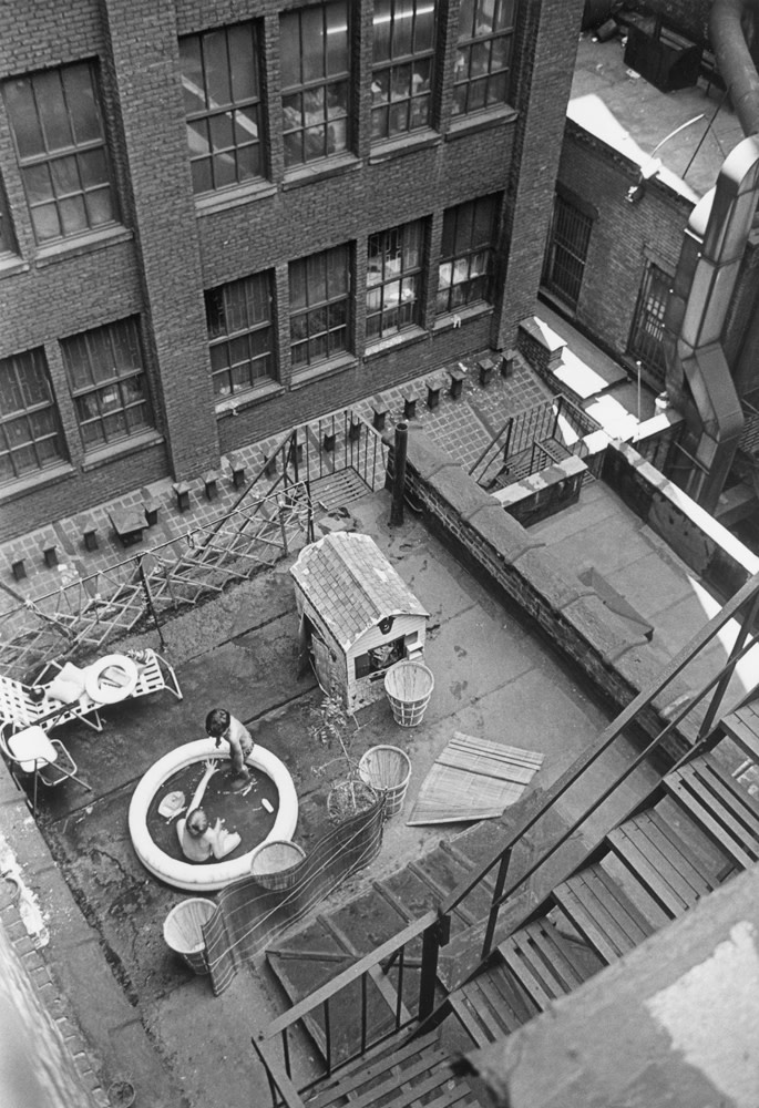 "<span class=""link fancybox-details-link""><a href=""/artists/47-andre-kertesz/works/20312-andre-kertesz-new-york-rooftop-kiddie-pool-june-25-1965/"">View Detail Page</a></span><div class=""artist""><strong>André Kertész</strong></div> 1894-1985 <div class=""title""><em>New York [rooftop kiddie pool]</em>, June 25, 1965</div> <div class=""signed_and_dated"">Dated, in pencil, with artist stamp, in ink, au verso<br /> Estate #6-1594-001-2-1-32 E<br /> Printed in 1965<br /> Provenance: Direct from the Estate of André Kertész, New York</div> <div class=""medium"">Gelatin silver print</div> <div class=""dimensions"">6 ½ x 9 ½ inch (16.51 x 24.13 cm) image<br /> 8 x 10 inch (20.32 x 25.40 cm) paper</div> <div class=""edition_details""></div><div class=""copyright_line"">© The Estate of André Kertész</div>"