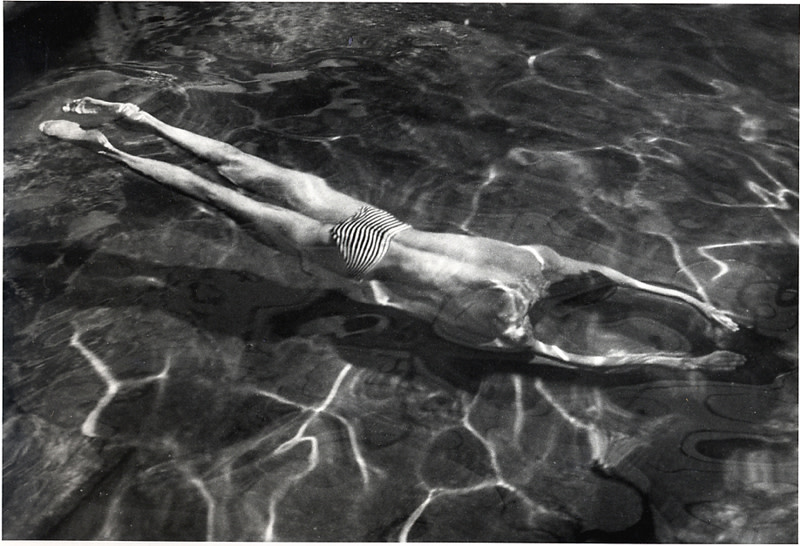"<span class=""link fancybox-details-link""><a href=""/artists/47-andre-kertesz/works/19392-andre-kertesz-underwater-swimmer-esztergom-1917/"">View Detail Page</a></span><div class=""artist""><strong>André Kertész</strong></div> 1894-1985 <div class=""title""><em>Underwater Swimmer, Esztergom</em>, 1917</div> <div class=""signed_and_dated"">Estate stamp, in ink, au verso<br /> Estate # 1-0124-071-91-1-02-F<br /> Printed circa 1980<br /> Provenance: Direct from the Estate of André Kertész</div> <div class=""medium"">Gelatin silver print</div> <div class=""dimensions"">16 ½ x 23 ¼ inch (41.91 x 59.06 cm) image<br /> 20 x 24 inch (50.80 x 60.96 cm) paper</div> <div class=""edition_details""></div>"