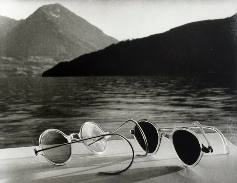 <span class=&#34;link fancybox-details-link&#34;><a href=&#34;/artists/52-herbert-list/works/20877-herbert-list-sunglasses-lake-lucerne-switzerland-1936/&#34;>View Detail Page</a></span><div class=&#34;artist&#34;><strong>Herbert List</strong></div> 1903-1975 <div class=&#34;title&#34;><em>Sunglasses, Lake Lucerne, Switzerland</em>, 1936</div> <div class=&#34;signed_and_dated&#34;>Titled, dated, and editioned, with estate stamp, in ink, au verso<br /> Printed in 2005</div> <div class=&#34;medium&#34;>Gelatin silver print</div> <div class=&#34;dimensions&#34;>11 ¾ x 15 inch (29.85 x 38.1 cm) image<br /> 12 x 16 inch (30.48 x 40.64 cm) paper</div> <div class=&#34;edition_details&#34;>Edition of 25 (#14/25)</div><div class=&#34;copyright_line&#34;>© The Estate of Herbert List</div>
