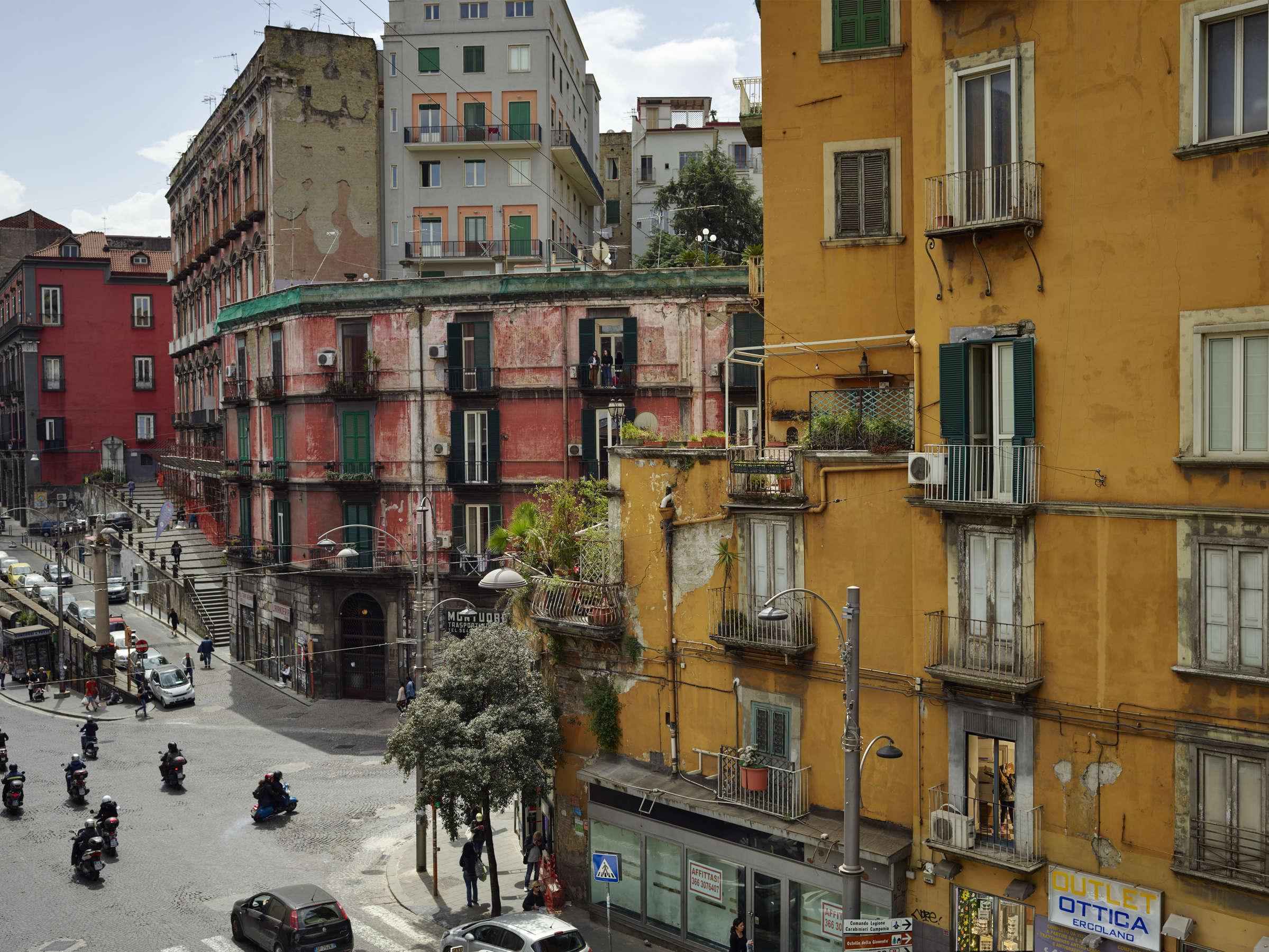 Gail Albert-Halaban, Super Otium, Naples, April, 2018 - Artwork ...