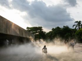 Laura Vinci. No Ar, 2009/2017. Vista da exposição: Mube, 2017. Courtesy of the artist and Galeria Nara Roesler.