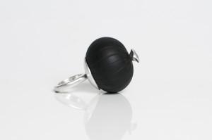 Marta Edöcs, Black Bubble Finger Ring, 2018