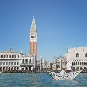 VIK MUNIZ Lampedusa in Venice
