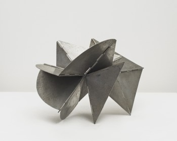 Lygia Clark, Bicho (maquette), 1960, Aluminum, Current configuration: 20 x 33 x 18 cm / 7 7/8 x 13 x 7 1/8 ins (Installation dimensions variable)