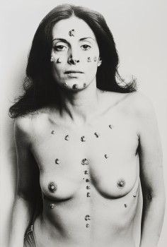 Hannah Wilke S.O.S Starification Object Series, 1974. © Marsie, Emanuelle, Damon and Andrew Scharlatt, Hannah Wilke Collection & Archive, Los Angeles. Licensed by VAGA at Artist's Rights Society (ARS), New York, DACs, London⁠