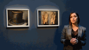 Annie Leibovitz: Lincoln's Hat and Gloves
