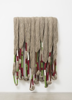 Sheila Hicks, Sculpture Bas Relief, 2016.