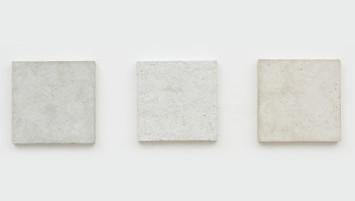 Daniel Senise BCT (triptico), 2016 papel reciclado de alcorão, bíblia e torá, gesso e cola branca 39,5 x 39,5 cm
