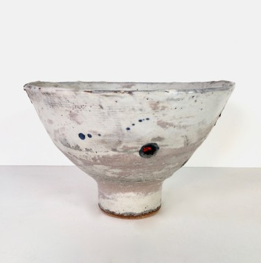 <span class=%22title%22>Footed bowl, red spot</span>