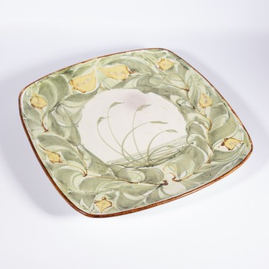 <span class=%22title%22>An Aldermaston Pottery square plate with a reed design<span class=%22title_comma%22>, </span></span><span class=%22year%22>1979</span>