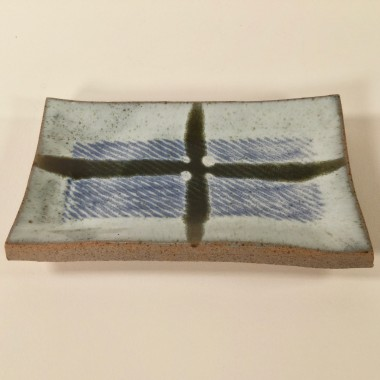 <span class=%22title%22>Tile with inlay and a cross</span>