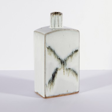 <span class=%22title%22>Small slab bottle with splashes</span>