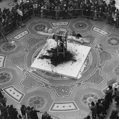 Stuart Brisley, Homage to the Commune, 1976, Performance, Palazzo Reale, Milan, photo by Leslie Haslam.