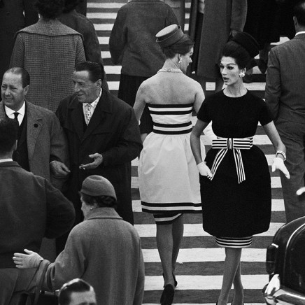 WILLIAM KLEIN - Simone + Nina, Piazza di Spagna Nr. 2, Rome (Vogue), 1960