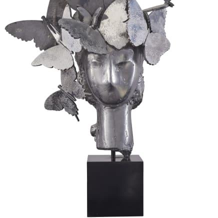 Cabeza con tocado de mariposas, 2013