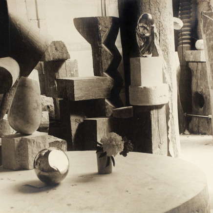 Constantin BRANCUSI - View of the Studio: Mlle Pogany 11 *, c. 1923