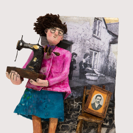 Luned Rhys Parri - Peiriant Gwnïo Singer / Singer Sewing Machine