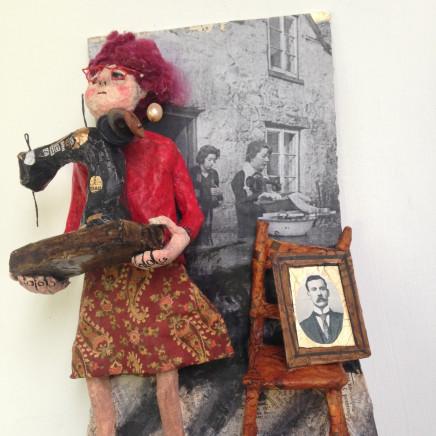 Luned Rhys Parri - Peiriant Gwnïo a Llun Mewn Ffrâm / Singer Sewing Machine and Picture Frame