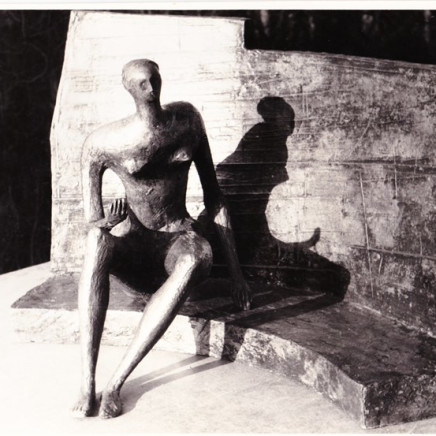 Henry Moore - Seared Figure against Curved Wall, 1956/57