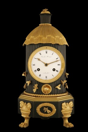 Very rare pendulum clock in patinated and gilded bronze in the shape of a beehive, France