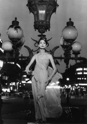 William Klein, Mary on Lampost, Paris (Vogue), 1957