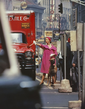 William Klein, Dolores wants a Taxi, New York (Vogue), 1958