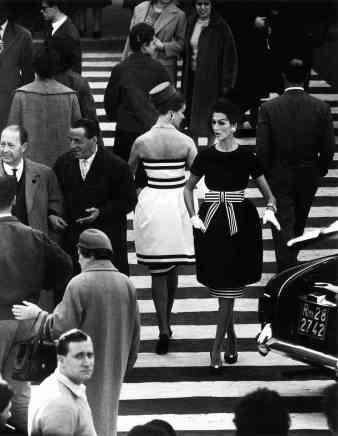 William Klein, Simone Daillencourt + Nina Devos in Capucci fashion, Piazza di Spagna, Rome, 1960