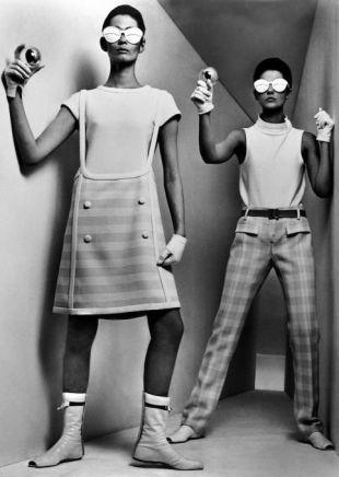 William Klein, Courrèges in box, Paris, VOGUE, 1964