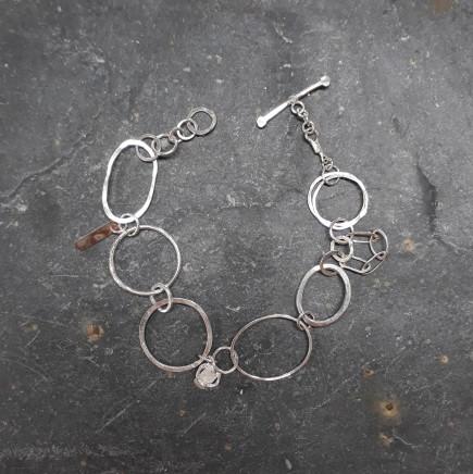 Lucy Coyne , Links Bracelet