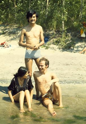 Sunil Gupta, Sunil, Shalini, Rudi at the beach, Toronto, circa 1973