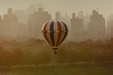 Ruth Orkin, Balloon, NYC, 1978