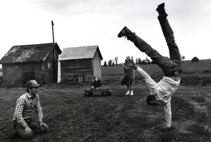 Larry Towell, Lambton County, Ontario, Canada [handstand], 1995