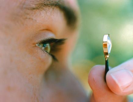 Cynthia Greig, Magnifying Glass (with eye), 2001