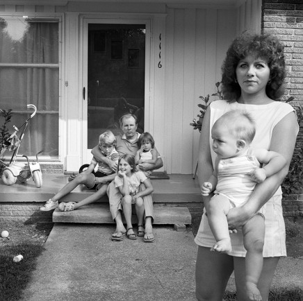 Rosalind Fox Solomon, East Ridge, Tennessee [Cindy and Ester with their children], 1984
