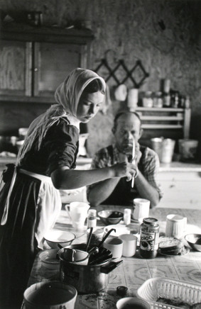 Larry Towell, Temporal Colony, Campeche, Mexico [Young girl setting table], 1999