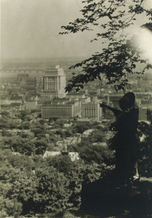 Charles Devenish Woodley, Montreal [view from hill], circa 1930