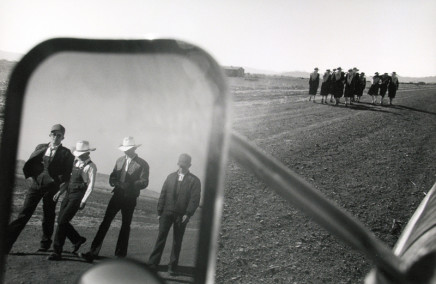 Larry Towell, Capulin (Casas Grandes Colonies), Chihuahua, Mexico [Teenagers in truck mirror], 1996