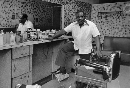 Dawoud Bey, Deas McNeil, the Barber, 1976