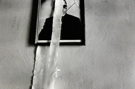Larry Towell, Oscar Romero, El Salvador [photo on wall], 1986