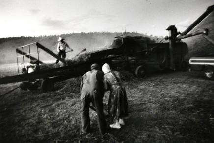 Larry Towell, Threshing Oats, Ojo de la Yegua Colony, Chihuahua, Mexico, 1992