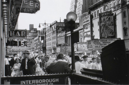 Albert Kish, Untitled [New York, 42nd Street], 1960
