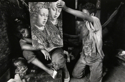 Larry Towell, Gloria (pregnant) living in abandoned trailer, San Salvador City Dump, Soyapango, 1991