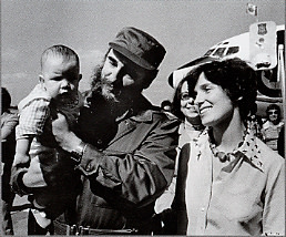 Fred Chartrand, Margaret Trudeau smiles as Cuban President Fidel Castro holds her youngest son Michel after the Trudeaus arrive in Havana, Cuba, January 26, 1976