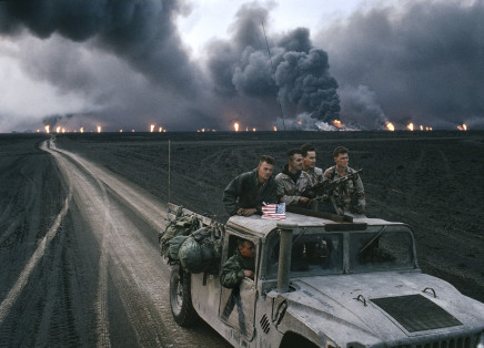 Bruno Barbey, Burgan oil fields burning, Kuwait, 1991