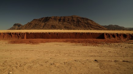 Julie Brook, River Bank 7, Red - Marienfluss, NW Namibia [H. 160 cm L. 2100cm], 2012