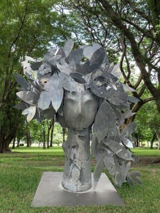 Cabeza con tocado de bombacaceas , 2014 Manolo Valdés Aluminum 116 7/8 x 104 3/8 x 59 1/8 inches 297 x 265 x 150 cm