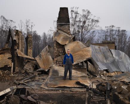 Gideon Mendel, Jenni Bruce at her burnt home in Upper Brogo, New South Wales, 2020